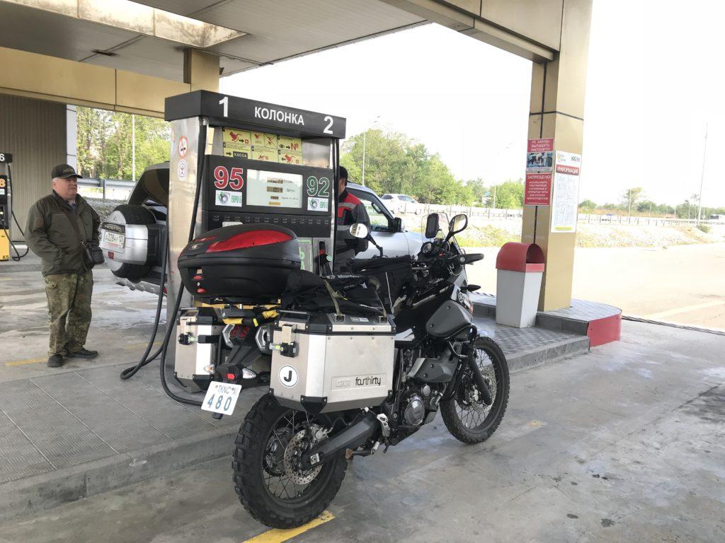 ロシアでガソリン給油