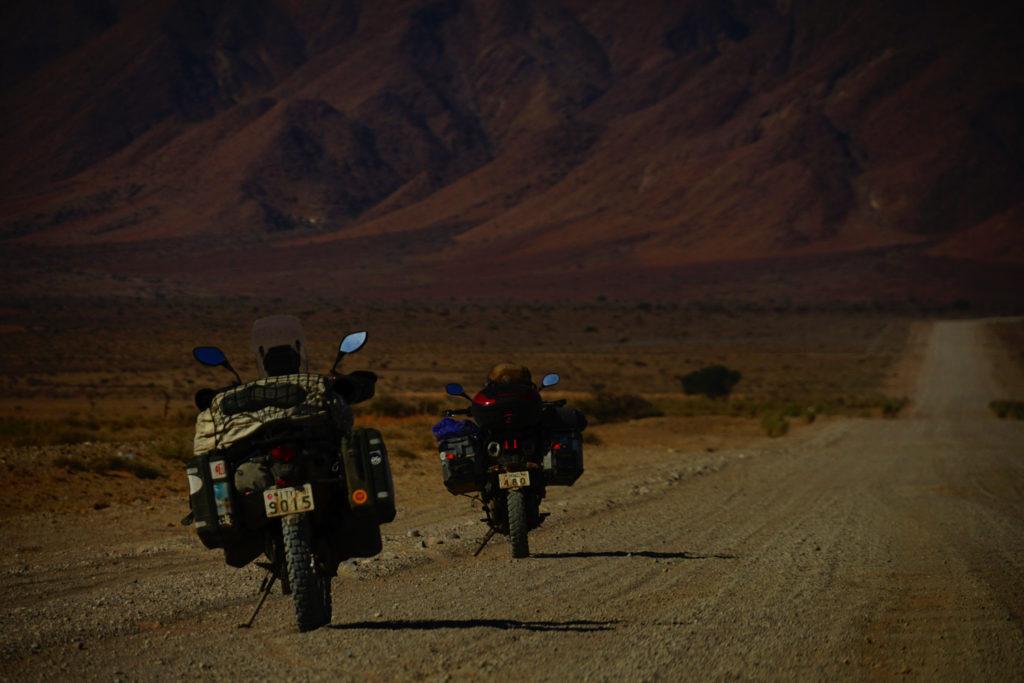 ナミブ砂漠へ繋がる道