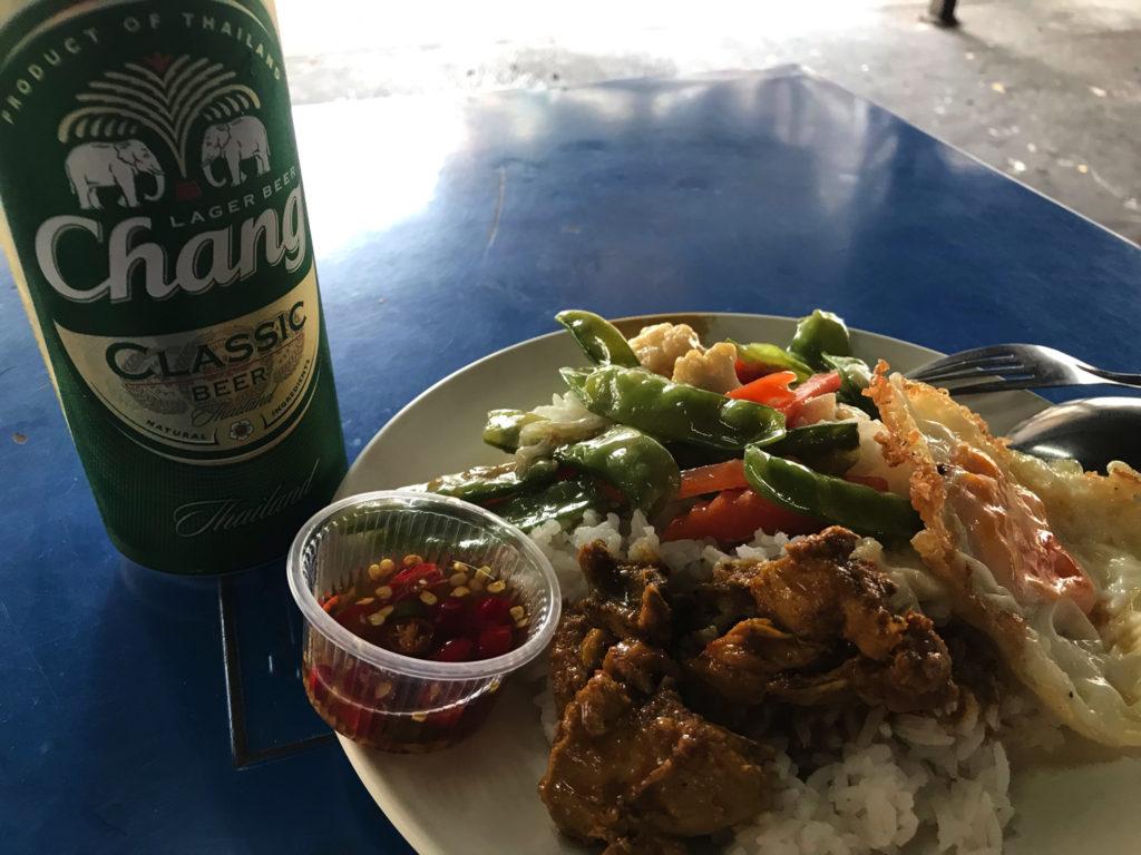 タイではお馴染みぶっかけ飯