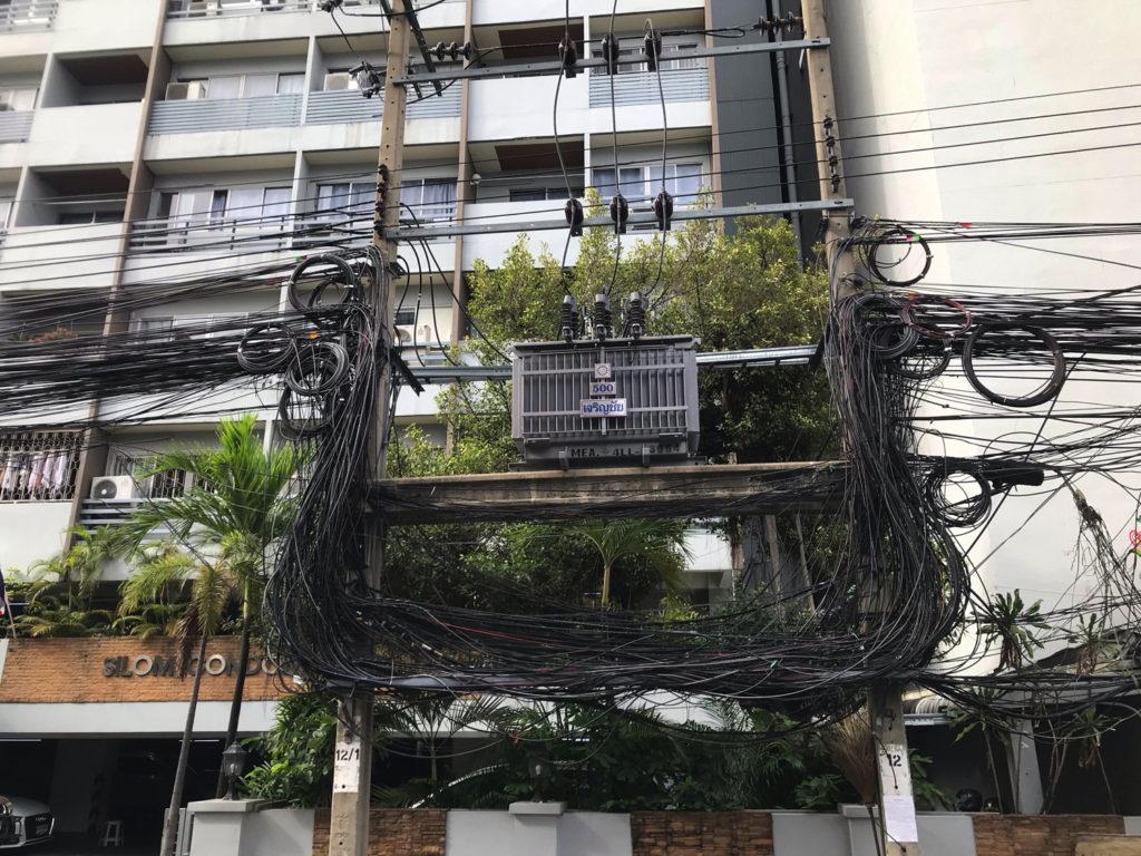 電線アート