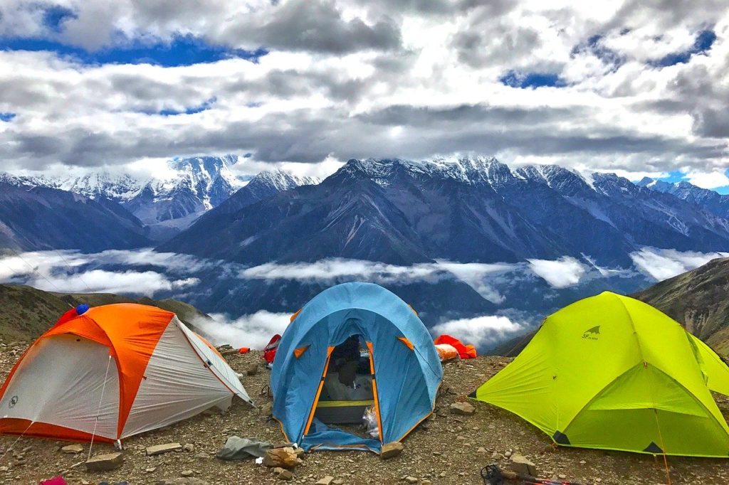 山岳テントは原色が多い