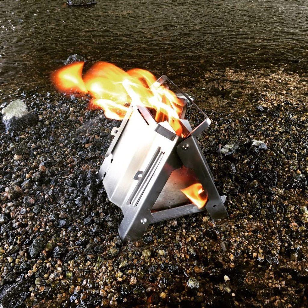 ソロキャンプ向け焚火台