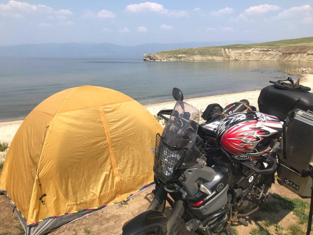 バイカル湖で野営