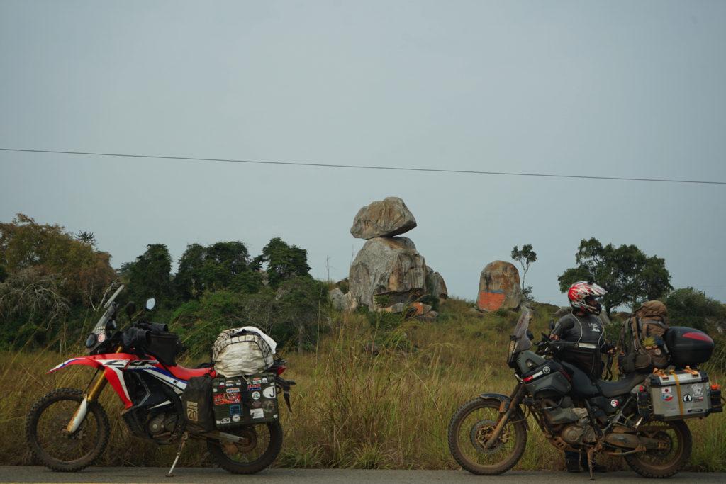 奇妙な二枚岩が出現
