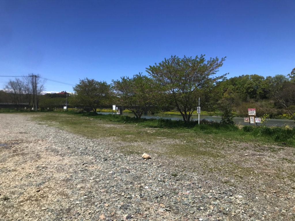 無料キャンプ馬 学校橋河原